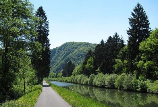 Radweg entlang der Maas bei Revin (Frankreich)
