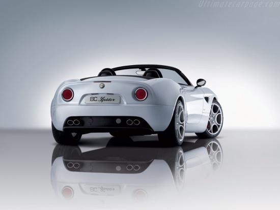 Alfa-Romeo-8C-Spider 3