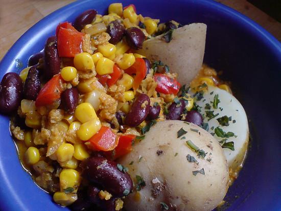 Pellkartoffeln mit Sojahack-Gemüse-Pfanne