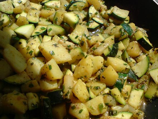 Kartoffel-Zucchini-Spargelpfanne