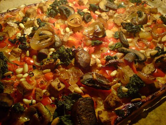 Gemüse und marinierter Tofu auf Blätterteig
