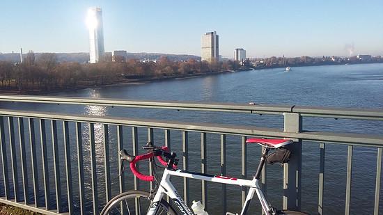 Bonn, Südbrücke mit Blick auf den Post Tower