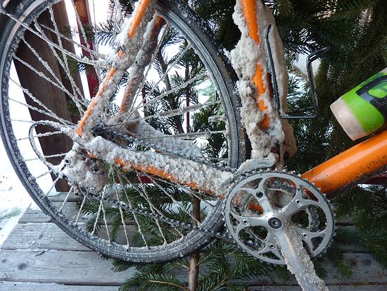 nach 8 km SALZBURGER RADWEG … eis/schnee+schotterwüste … danke für die pflege der salzburger radwege!