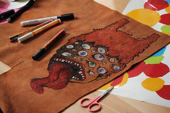 Spritzlappen - Zeichnung auf Leder