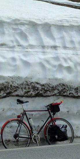 Pfingstsamstag, 12h,Schnee. Die Frisur sitzt.