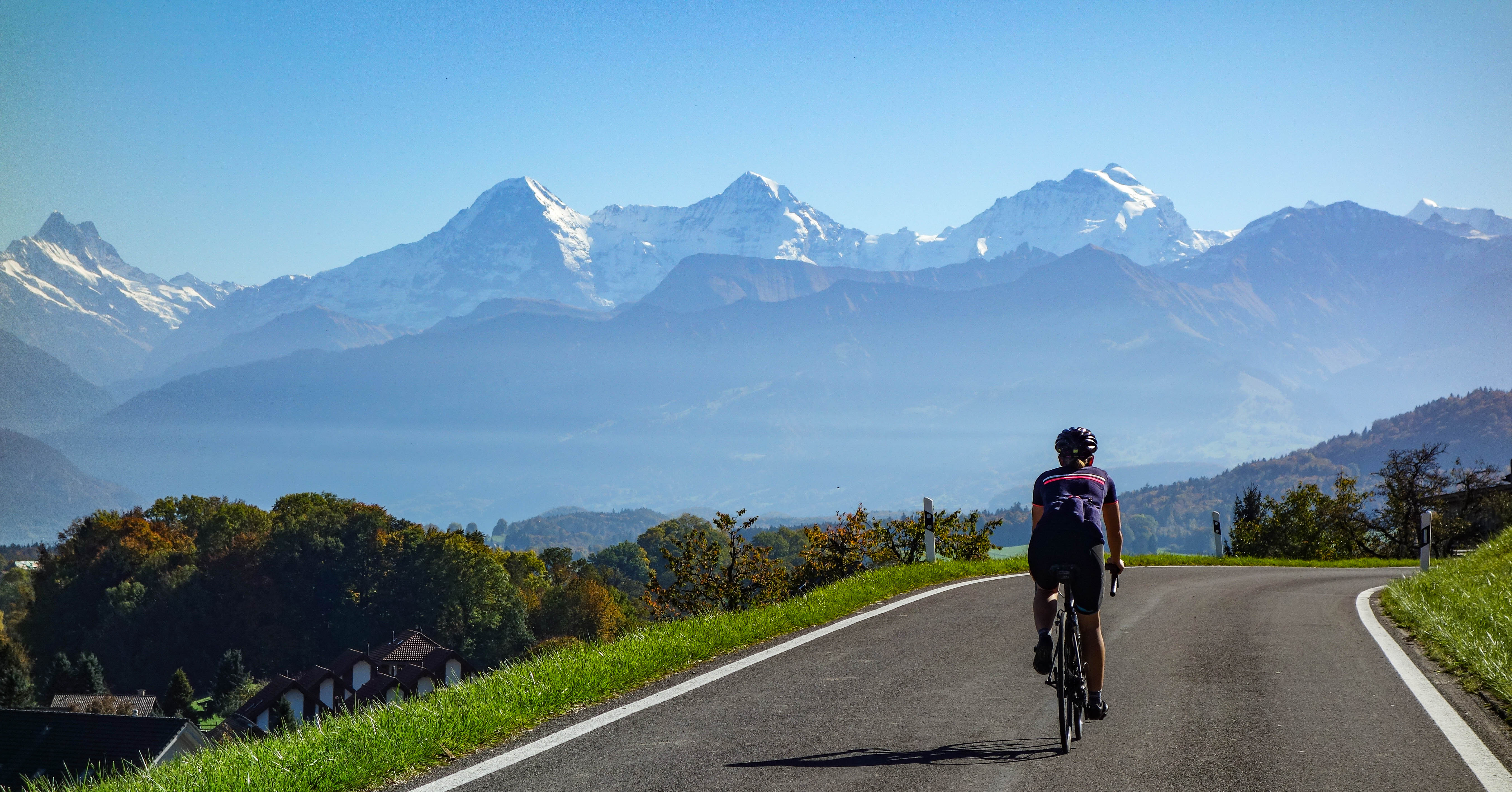 Cycling towards the Swiss Alps : bicycling
