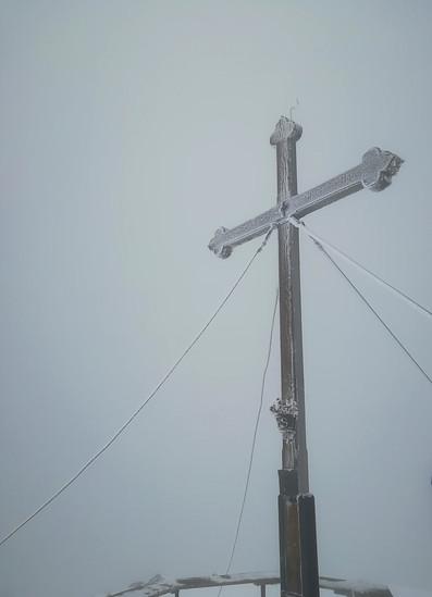Dank GPS das Gipfelkreuz gefunden ..