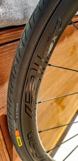 Nicht in der Werksausstattung: Roval-Laufräder und Mavic Yksion Pro-Reifen