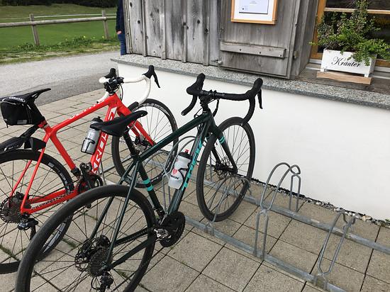 Pause für die Bikes und ihre Fahrerinnen