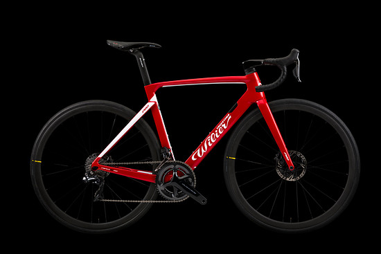 Cento 10 Pro in Rot