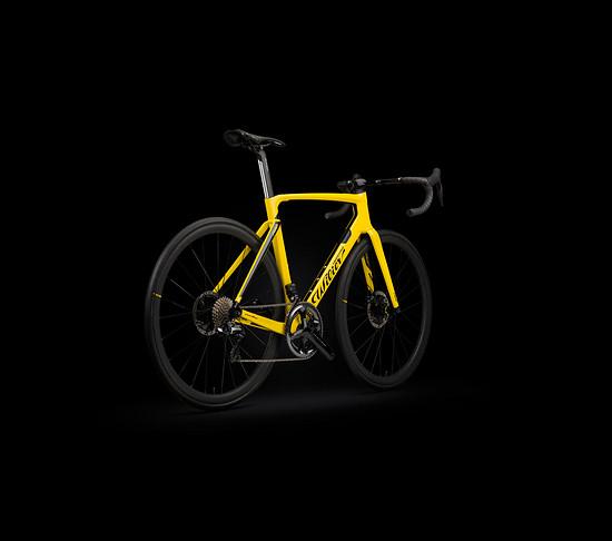 Cento 10 Pro in Gelb von schräg hinten