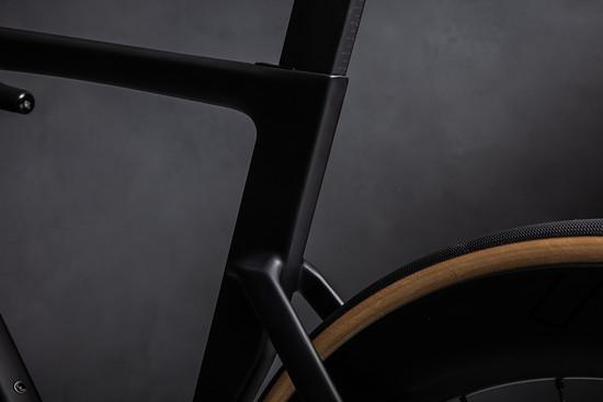 Sattelstütze und Sitzrohr mit D-Form