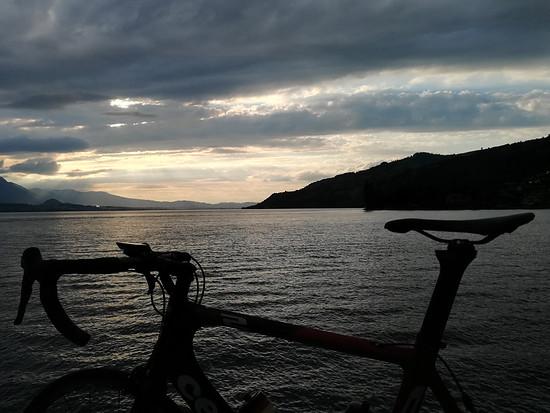 Thuner See in der dämmerung
