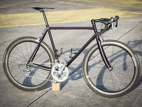 Das fertige Rennrad mit dem Rahmen aus dem Pyttel-Selbstbaukurs