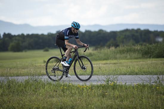 Mit Reifenfreiheit bis 32 mm lässt sich auch auf Kieswegen gut fahren