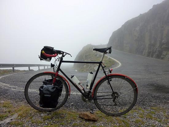 Runter vom Gavia in den Nebel