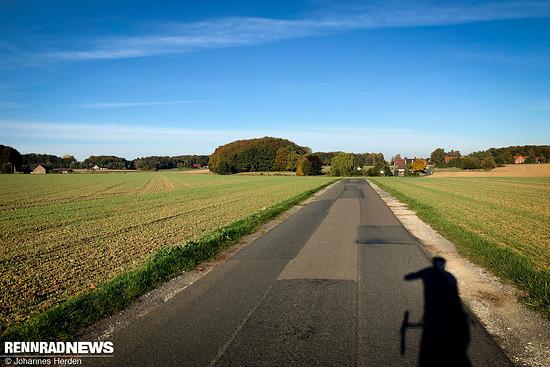 Viele Straßen durch viele Felder.
