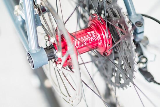 Selbst aufgebaute Laufräder mit Tune Kong-Nabe am Hinterrad