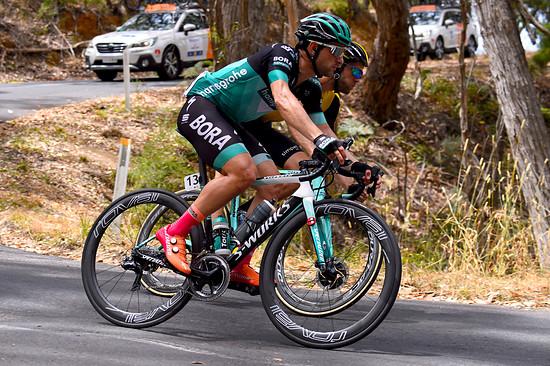 ...mit Schuhen im Tour Down Under Farbschema
