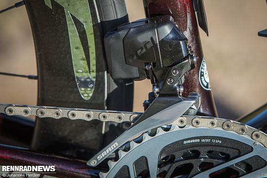Der Umwerferkäfig lässt mehr Platz zu den Reifen