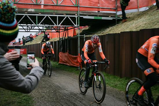 ...gefolgt von den anderen Niederländerinnen