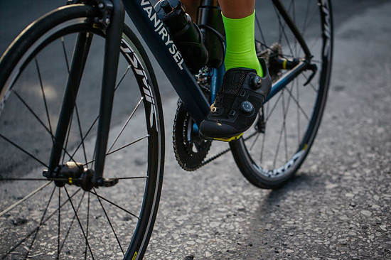 Neuer Van Rysel Rennradschuh mit Drehverschluss und Carbonsohle