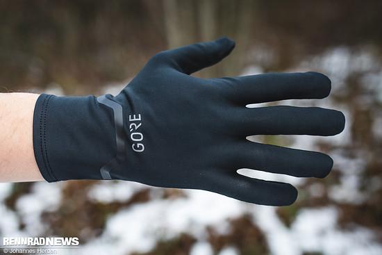 Der Handschuh sitzt faltenfrei...