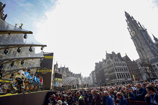 Start der Ronde in Antwerpen