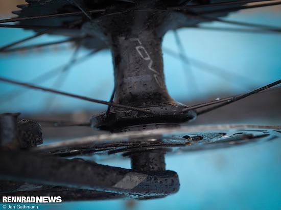 Trotz geringer Speichenzahl wirkten  die Roval Carbonlaufräder seitensteif