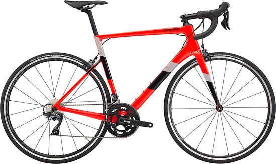 Supersix Carbon Ultegra 2 mit Felgenbremsen für 2.899 €. Mt Fulcrum Racing 500 Laufrädern und Cannondale 1 Semi-Kompakt Kurbel