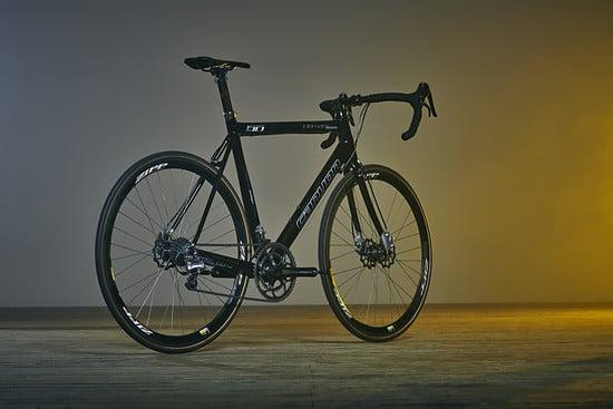 Mit dem Projekt 6.8 stellten Christian Smolik und Canyon das erste 6,8-Kilo-Disc-Rennrad auf die Räder