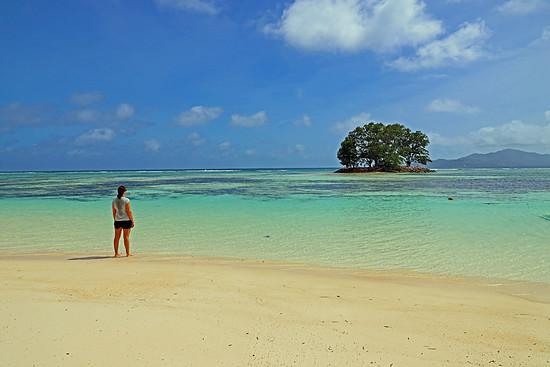 """Seychellen (Insel """"La Digue""""): 5 km lang, 3 km breit, 2.200 Einwohner."""
