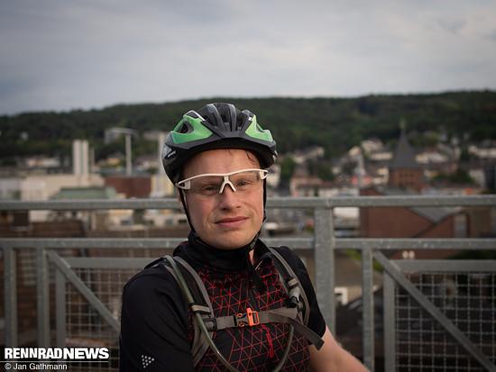 Andy Müller auf einer Brücke der  Wuppertaler Nordbahntrasse. Durch den Radweg auf einer ehemaligen Bahntrasse hat er erst richtig zum Rennradfahren gefunden.