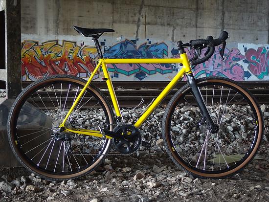 Alpa Gravelbike – Rahmen aus Columbus Life und Zona, handgespeichte Laufräder, Licht aus dem Dynamo
