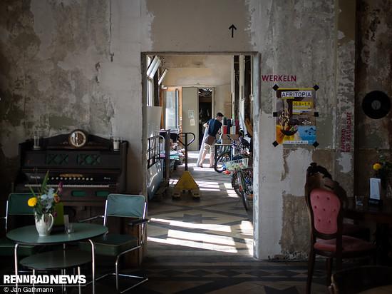 ...in Utopiastadt gibt es auch eine Fahrrad-Werkstatt nach dem Veloküchen-Prinzip: jeder schraubt selbst