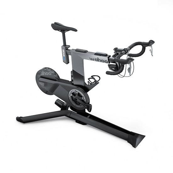 Das Wahoo Kickr Bike will Rennradfeeling mit den Vorteilen eines Indoor-Standtrainers verbinden und bietet außerdem Steigungssimulation