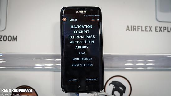 Die zugehörige App bietet auch Navigation