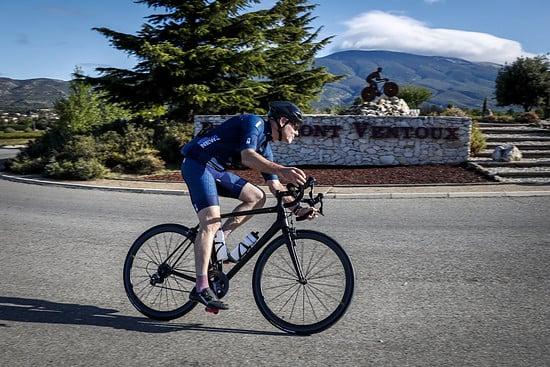 Schon vor dem Anstieg zum Mont Ventoux beweist der neue Michelin Power Road eine satte Straßenlage mit guter Rückmeldung in Kurven.