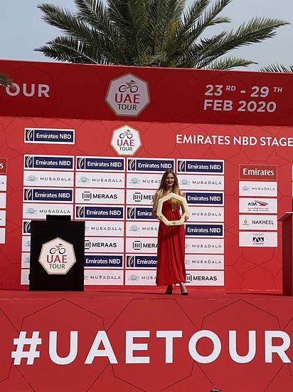Pokal der UAE Tour...