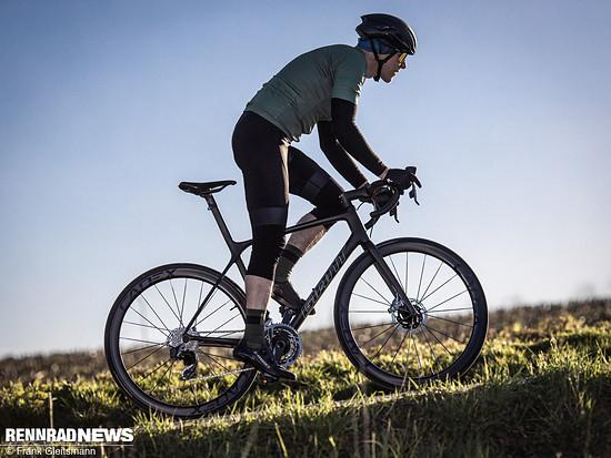 Mit einem Gewicht von 6,6 kg ist das Giant TCR Advanced SL Disc  2021 ein Rad für Kletterer – und dank verbesserter Aerodynamik noch vielseitiger