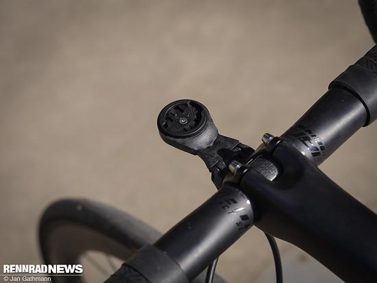 Die inkludierte Out-Front-Halterung von Giant besitzt Einsätze für verschiedene GPS-Geräte, auch solche mit GoPro-Aufnahme an der Unterseite