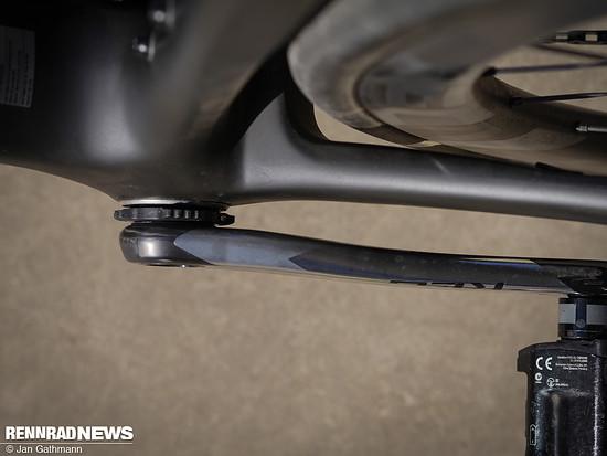 Die Reifen bauen auf den 19c-Felgen 26 mm breit – da ist noch Raum zu den Kettenstreben