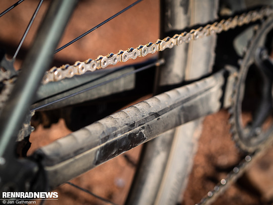 Sehr gut gefiel uns der Anti Slap-Kettenschutz, der das Bike leise macht …