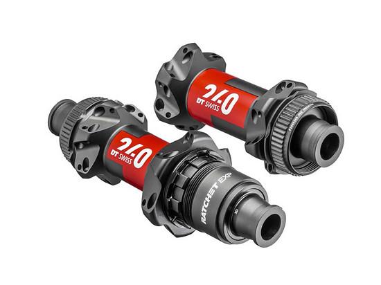 Die DT Swiss 240 EXP Road Naben mit Straight Pull-Flanschen sind mit 102 g vorne und 190 g hinten noch einen Tick leichter
