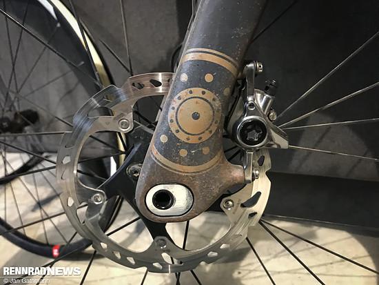 An der Gabel kann über ein Insert der Nachlauf verändert werden – auch zur Anpassung an verschiedene Reifengrößen