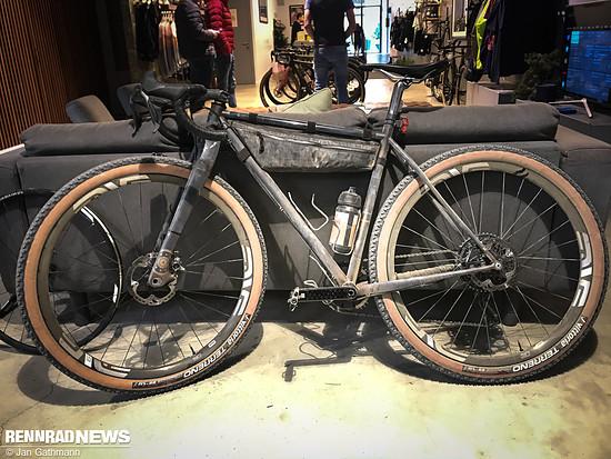 Der Stahlrahmen stammt von Bellé Cycles aus dem nicht weit entfernten Barcelona. Der Sitzdom ist aus Carbon