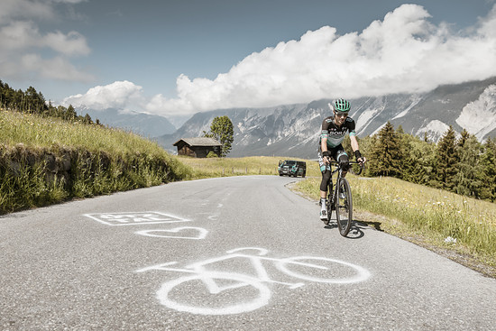Der Tour de France-Vierte Emanuel Buchmann vom Team Bora - Hansgrohe hat erst kürzlich mit seiner gelungenen Everest-Challenge gezeigt, dass man sogar die 8.848 Höhenmeter des Mount Everest im Radparadies Ötztal absolvieren kann