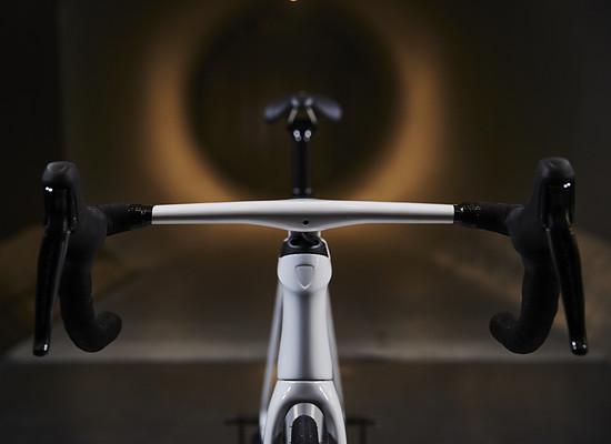 Bei einer Leistung von konstant 350 Watt spart das neue Rad im Anstieg von Alpes d'Huez laut Trek  Simulationen 15 Sekunden gegenüber dem Vorgänger