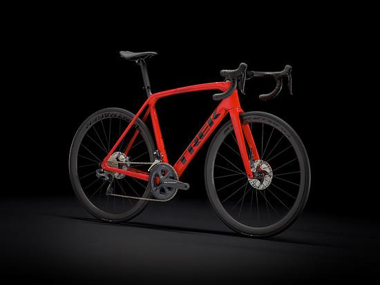 Das Émonda SL7 gibt es wahlweise mit Shimano Ultegra Di2 für 5.499 € oder...