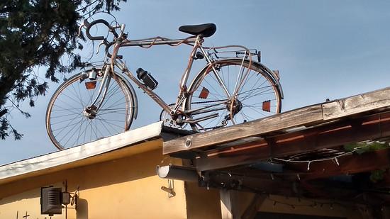 Motobecane auf dem Dach